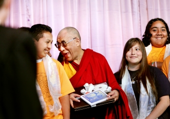 Dalai Lama tells students to live from their hearts | News | Palo