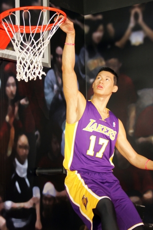 View All Photos  7  Jeremy Lin Dunk In Middle School
