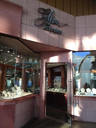 palo alto police seek armed robbers in jewelry heist