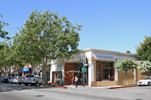 Palo Alto Moves Ahead With Urgency Law To Protect Retail