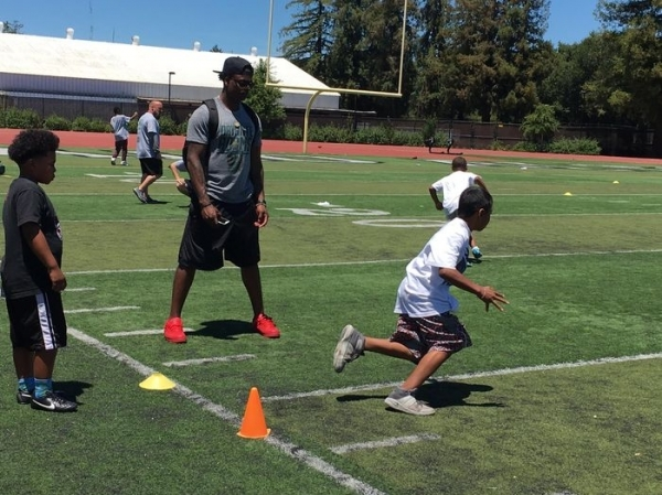 3d248f7f NFL player hosting youth football camp at Paly | News | Palo Alto ...