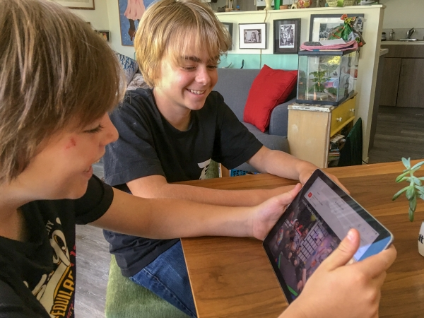 Coping With Screen Time And Anger Issues Raising Tweens Tips >> Educators Families Tackle The Pitfalls Of Technology News Palo