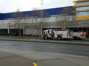 Car crashes into ikea in east palo alto news palo alto for Palo alto ikea