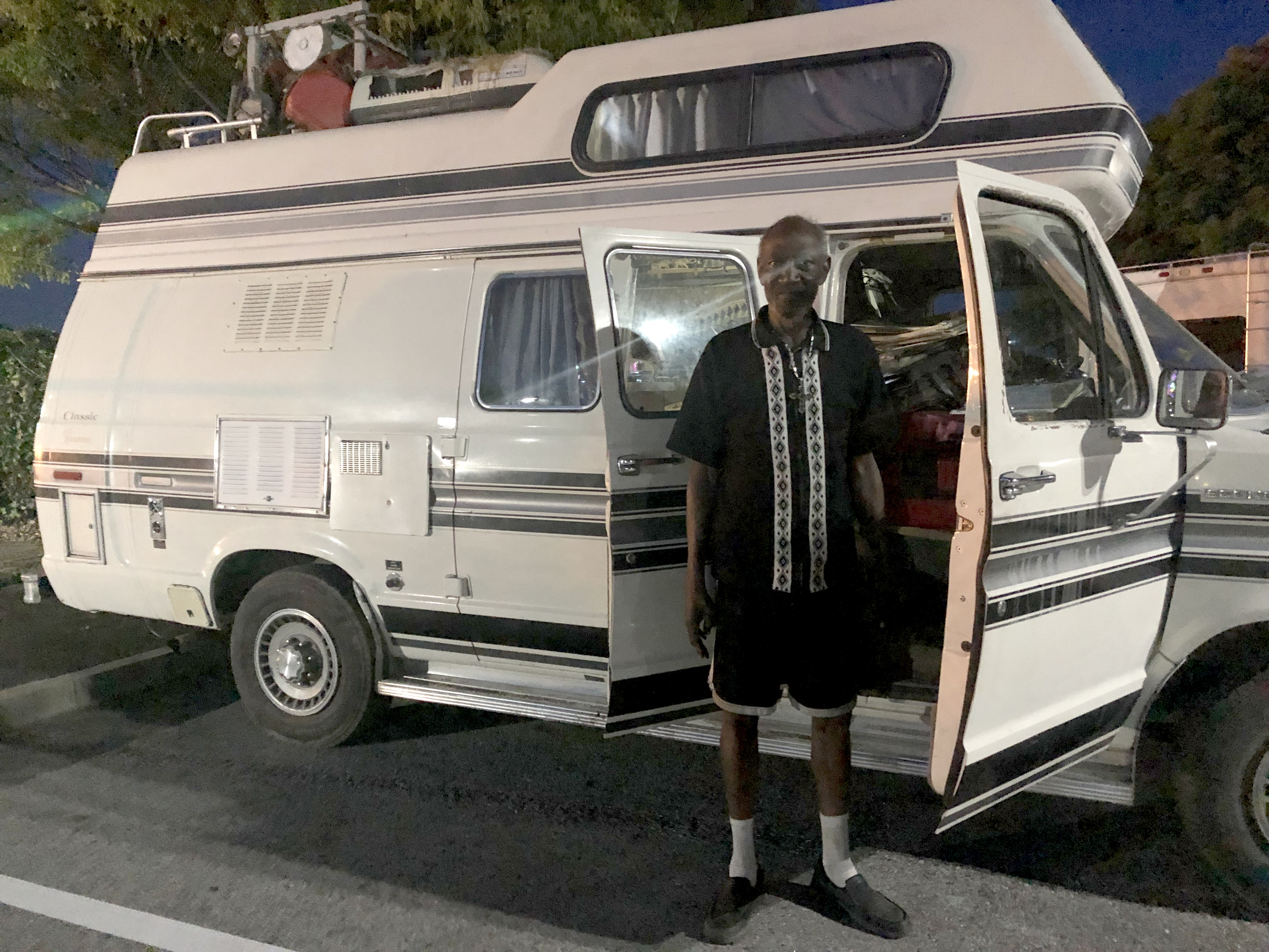 First Of Its Kind Program For People Living In Rvs Debuts In East Palo Alto News Palo Alto Online