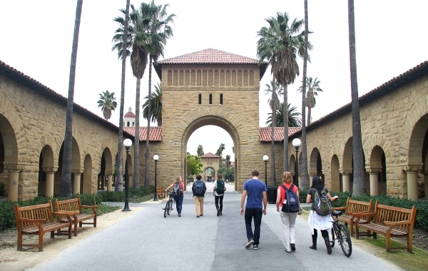 Stanford undergraduates will no longer come to campus this fall | News |  Palo Alto Online |